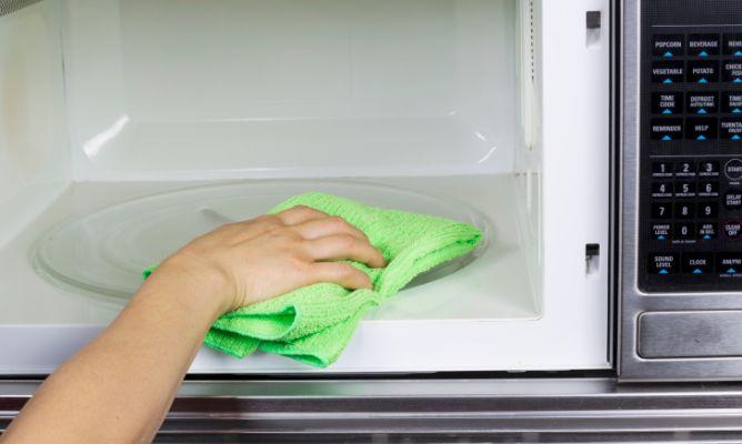 Limpiar el microondas de forma ecológica